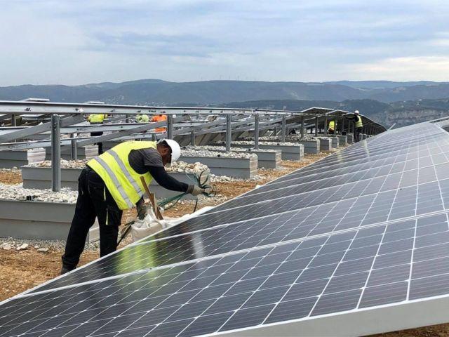 Travaux de la centrale photovoltaïque de Portes-les-Valence © Facebook - GEG