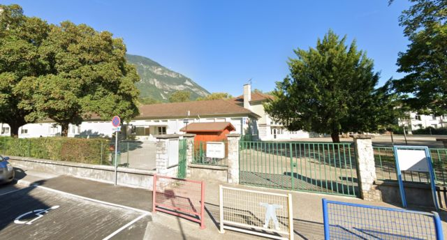 Après avoir été complètement fermée, l'école maternelle Vercors de Sassenage a rouvert ses classes de moyenne et grande section lundi 14 septembre © Google Maps