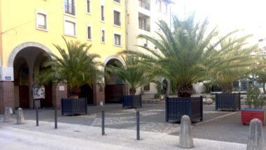 Trafic de drogue : des Grenoblois pétitionnent. Place Edmond Arnaud, quartier de l'Alma à Grenoble, le trafic de drogue a pignon rue rue © Patricia Cerinsek
