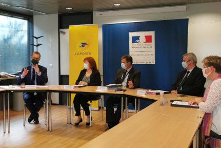 Les procureurs de Grenoble, Vienne, Bourgoin-Jallieu et Valence entourent Anne-Marie Vassallo. © Joël Kermabon - Place Gre'net