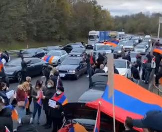 Des manifestants de la communauté arménienne lors du blocage de l'A7. Copie d'écran.