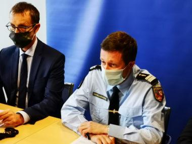 De gauche à droite : Éric Vaillant, procureur dela République et Philippe James, Commandant de la section de recherches de Grenoble. © Joël Kermabon - Place Gre'net