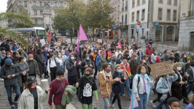 Arrivée des contre-manifestants place Notre-Dame. © Joël Kermabon - Place Gre'net
