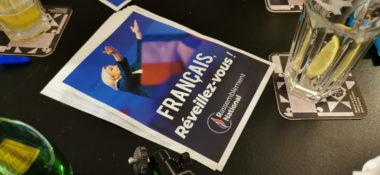 L'affichette de la campagne contre l'insécurité du RN « Français, réveillez-vous ! ». © Joël Kermabon - Place Gre'net