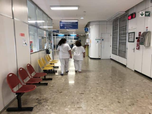 Un homme s'est immolé par le feu devant les personnels médicaux du service de chirurgie maxillo-faciale de l'hôpital Michallon © Laure Gicquel - Place Gre'net