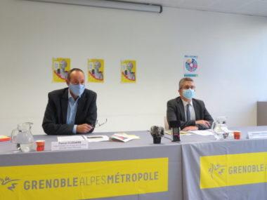 """""""10 jours de la culture"""" dans la métropole de Grenoble. De gauche à droite, Pascal Clouaire, vice-président de la Métropole en charge de la culture et Christophe Ferrari, président de la Métropole. © Tim Buisson - Place Gre'net."""