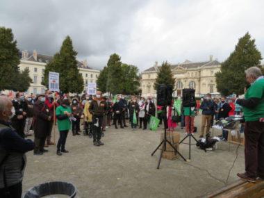 Manifestations à Grenoble des anti et pro-PMA pour toutes. La manifestation des anti-GPA et des anti-PMA a rassemblé une centaine de personnes sur la place Verdun. © Tim Buisson – Place Gre'net