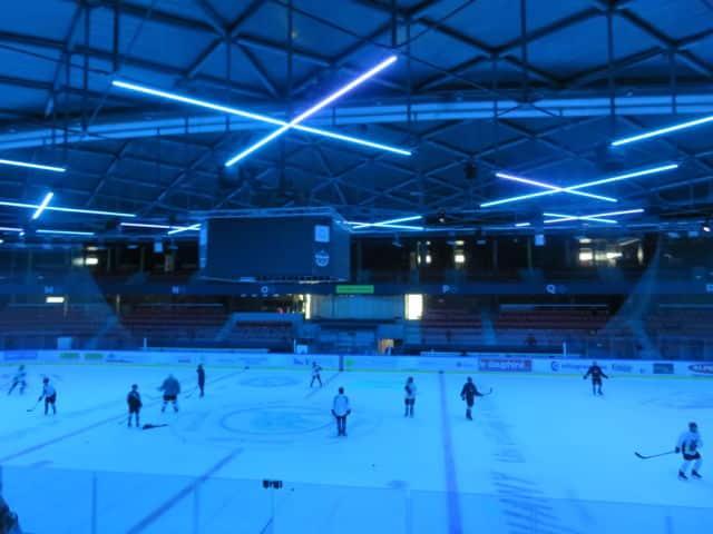 Les nouveaux équipements lumineux permettent de créer des ambiances pour les soirs de match. © Tim Buisson – Place Gre'net