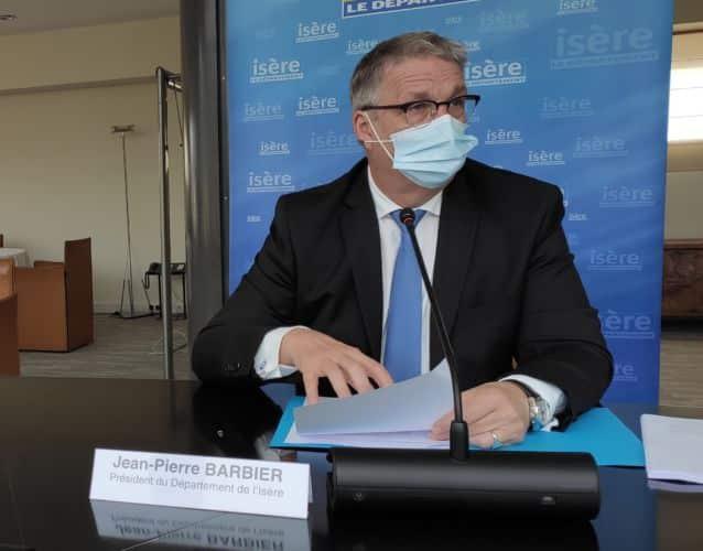 """Jean-Pierre Barbier est accusé de """"tour de passe"""" dans l'annonce d'une prime pour les aides à domicile © Florent Mathieu - Place Gre'net"""