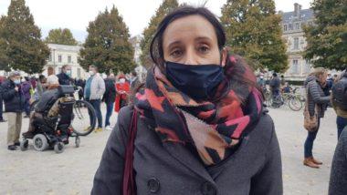 Jennifer, professeur dans un collège de banlieue parisienne. Elle était au rassemblement, place Verdun, à Grenoble, en hommage à Samuel Paty, ce dimanche 18 octobre 2020. © Séverine Cattiaux – Place Gre'net