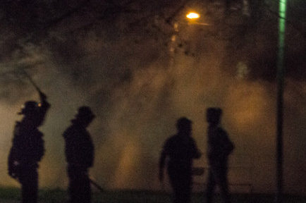 A Grenoble et Echirolles, les soirées sont rythmées par les tirs de mortier d'artifice. Pour les forces de police, la réponse est inadaptée.