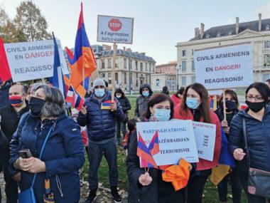 Soutien à l'Artsakh : 200 personnes réunies à Grenoble. Près de 200 manifestants en soutien à l'Artsakh. © Joël Kermabon - Place Gre'net