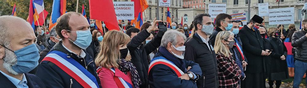 De nombreux élus ont maniffesté leur soutien à la population de l'Artsakh. © Joël Kermabon - Place Gre'net