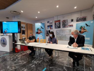 De gauche à droite : Pierre-Loïc Chambon, directeur de la Mission montagne, Sophie Cuenot, membre du comité de sélection et Claus Habfast, conseiller municipal délégué à la montagne. © Joël Kermabon - Place Gre'net