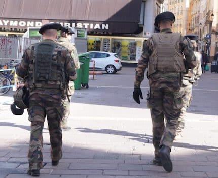 En Isère, les patrouilles de policiers et de militaires renforcées autour des lieux de culte et des écoles dès lundi.