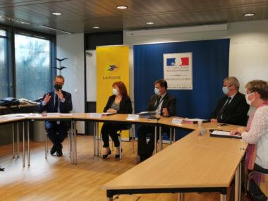 Les procureurs de Grenoble, Vienne, Bourgoin-Jallieu et Valence entourent Anne-Marie Vassallo lors de la signature de la convention. © Joël Kermabon - Place Gre'net