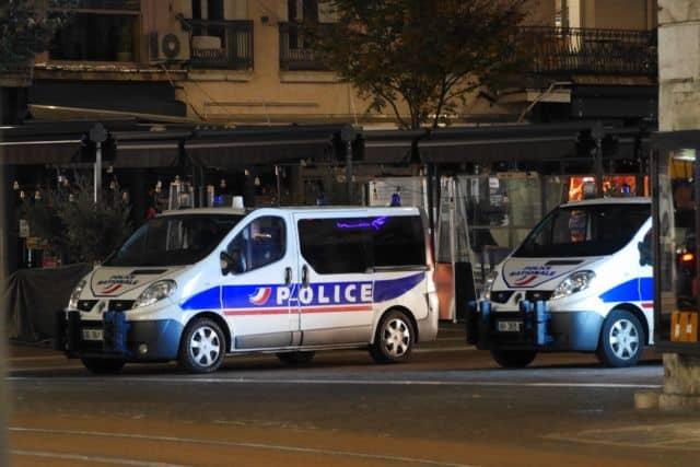 """La police a appréhendé le « malfaiteur chevronné"""" dans le quartier de la Villeneuve à Grenoble © Tim Buisson – Place Gre'net"""