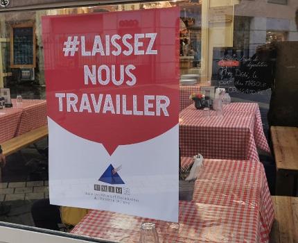 Le secteur de l'hôtellerie-restauration demande de pouvoir continuer à travailler. Affichette de l'Umih de l'Isère.