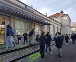 COUV Sortie des classes, mercredi 25 novembre 2020, devant l'école Anatole France, quartier Mistral, pendant la crise sanitaire © Séverine Cattiaux – Place Gre'net