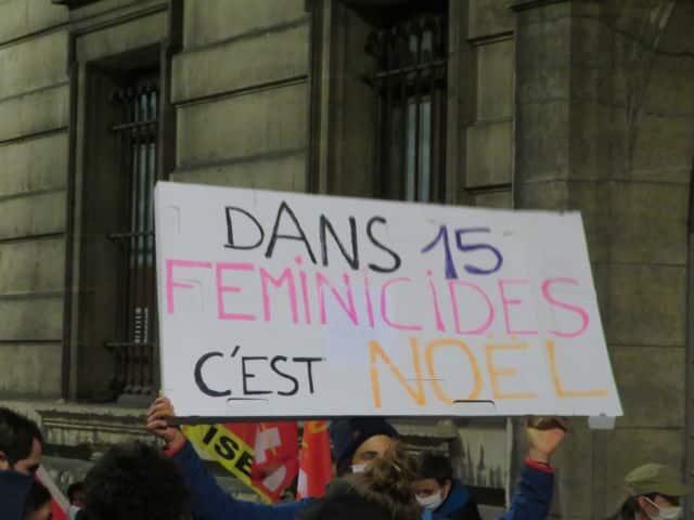Manifestation contre les violences faites aux femmes et aux minorisés de genre à Grenoble le samedi 21 novembre 2020. © Tim Buisson – Place Gre'net