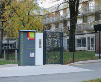 L'entrée de la résidence mutualiste du Fontanil. © Tim Buisson – Place Gre'net