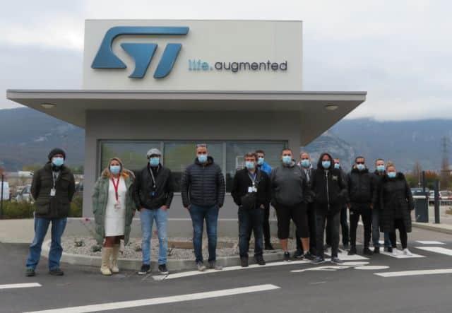 Plusieurs dizaines de salariés se sont mobilisés sur le site de Grenoble pour protester contre la non augmentation de leurs salaires en 2020. © Tim Buisson – Place Gre'net