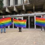Les élus d'opposition se sont réunis devant l'hotêl de ville de Fontaine. © Tim Buisson – Place Gre'net