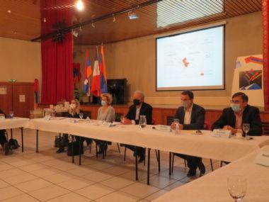 Le Haut-Karabagh était au centre de l'attention ce samedi 14 novembre. Grenoble, l'Isère et la Région vont aider le Haut-Karabagh.Table ronde organisée par la MCAGD sur la situation au Haut Karabagh. © Tim Buisson – Place Gre'net