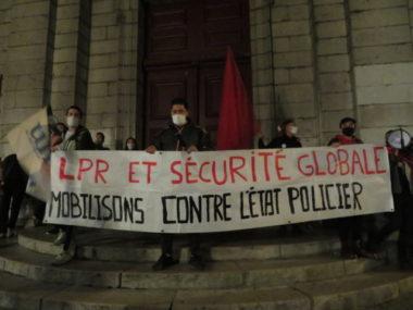 Les manifestants craignent une atteinte au droit de manifester et à la liberté d'expression. © Tim Buisson – Place Gre'net