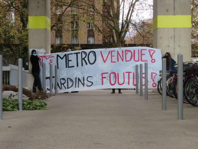 Les membres du collectif Avenir ont souhaité interpeller les élus lors de cette action. © Tim Buisson – Place Gre'net