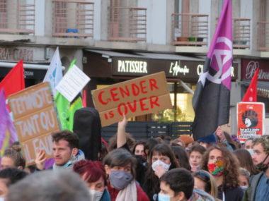 Grenoble : marche contre les violences faites aux femmes.Pour l'année 2020, plus de 80 féminicides ont été comptabilisés. © Tim Buisson – Place Gre'net