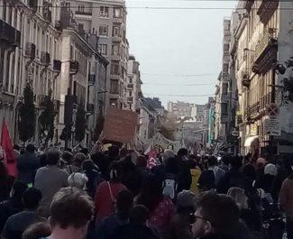 Manifestation à Grenoble pour un renforcement des mesures sanitaires des écoles, collèges et lycées