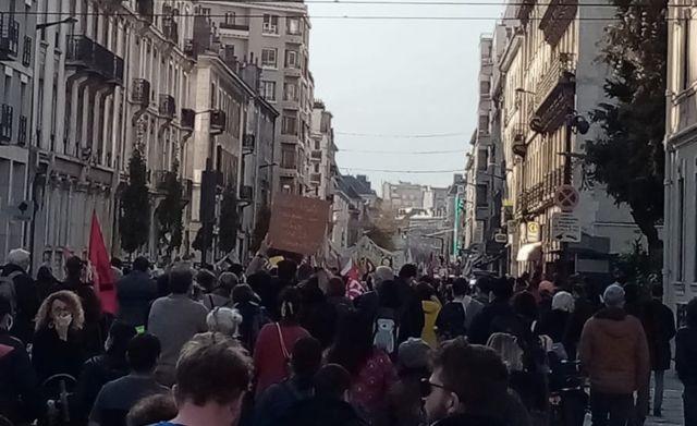 Manifestation des enseignants et personnels de l'Éducation à Grenoble mardi 10 novembre © Grenoble en lutte - Facebook
