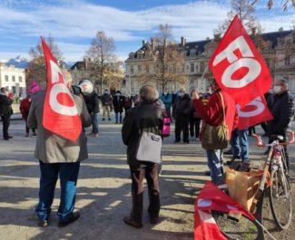 """Des retraités """"en colère"""" rassemblés devant la préfecture de l'Isère pour défendre leur pouvoir d'achat"""