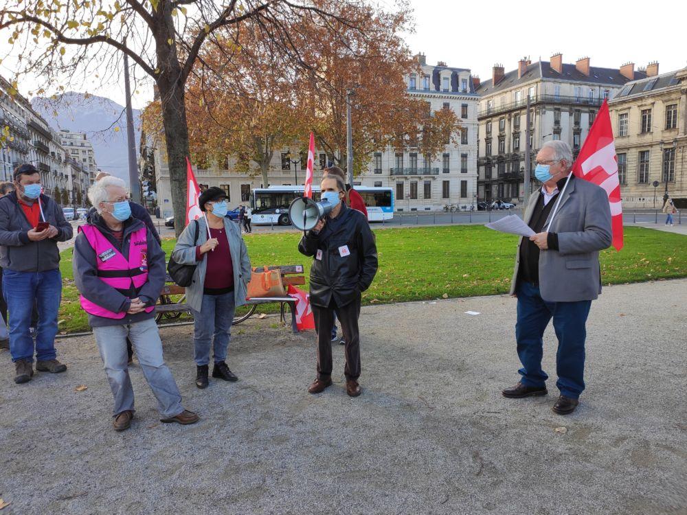 Pascal Costarella (FO), Jacques Fogliarini (FGR-FP) et Laurent Mérindol (Solidaires) ont pris la parole pour porter la parole des retraités © Florent Mathieu - Place Gre'net