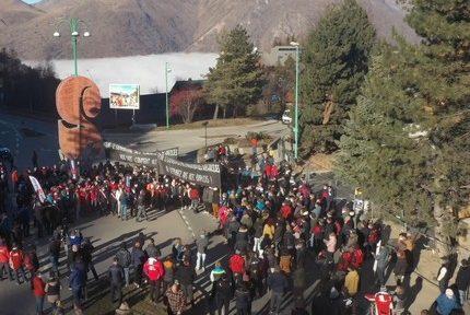 Les 2 Alpes organisent un rassemblement pour défendre l'ouverture des remontées mécaniques