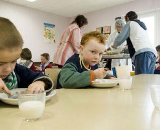 COUV Enfants à la cantine. © Alimentation.gouv.fr