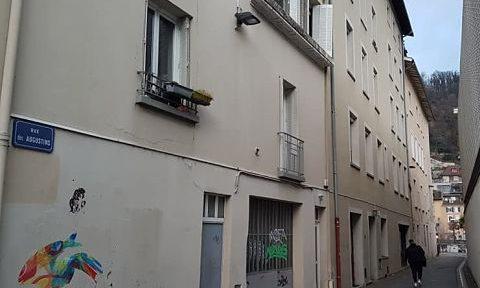 COUV Rue des Augustins, l'immeuble d'Actis sur quatre étages, abrite le restaurant scolaire de l'école Jardin de ville, décembre 2020 © Séverine Cattiaux - Place Gre'net