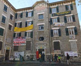 La façade côté cour de l'immeuble réquisitionné par le Dal. © Joël Kermabon - Place Gre'net