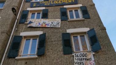 Squat de l'Abbaye : des organisations de jeunes solidaires. L'immeuble occupé depuis le 9 décembre dans le quartier de l'Abbaye. © Joël Kermabon - Place Gre'net