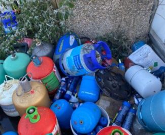 Des bonbonnes retrouvées à Echirolles. © Photo DR