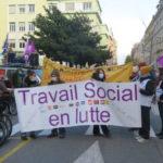 Plusieurs centaines de personnes du secteur social et médico-social ont manifesté à Grenoble le jeudi 3 décembre 2020. © Tim Buisson – Place Gre'net