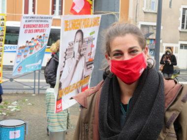 """Manifestation contre la loi """"sécurité globale"""" et la précarité Carole militante à CGT Grenoble s'inquiète de l'augmentation de la précarité. © Tim Buisson – Place Gre'net"""