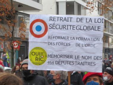 """Des rapporteurs de l'ONU jugent la loi """"sécurité globale"""" est """"incompatible avec le droit international des droits de l'homme"""". © Tim Buisson – Place Gre'net"""