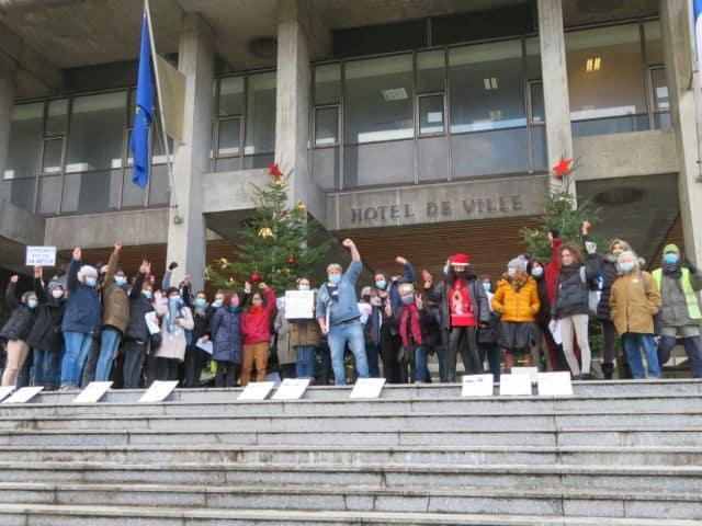 Les Atsem, animateurs et agents sont en grève depuis le jeudi 10 décembre. © Tim Buisson – Place Gre'net
