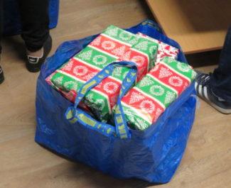 La remise a donné 35 cadeaux à l'association Solenciel. © Tim Buisson – Place Gre'net