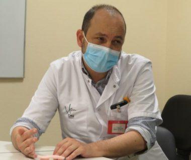 Covid-19 : la vaccination imminente au CHU de Grenoble. Le professeur Olivier Épaulard, infectiologue au Chuga. © Tim Buisson – Place Gre'net