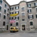 52 personne soccupent un immeuble dans le quartier de l'Abbaye à Grenoble. © Tim Buisson – Place Gre'net