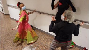 Une résidente n'a pas hésité à danser sur des rythmes indiens. © Joël Kermabon - Place Gre'net