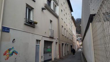 Rue des Augustins, l'immeuble d'Actis sur quatre étages, abrite le restaurant scolaire de l'école Jardin de ville, décembre 2020 © Séverine Cattiaux - Place Gre'net